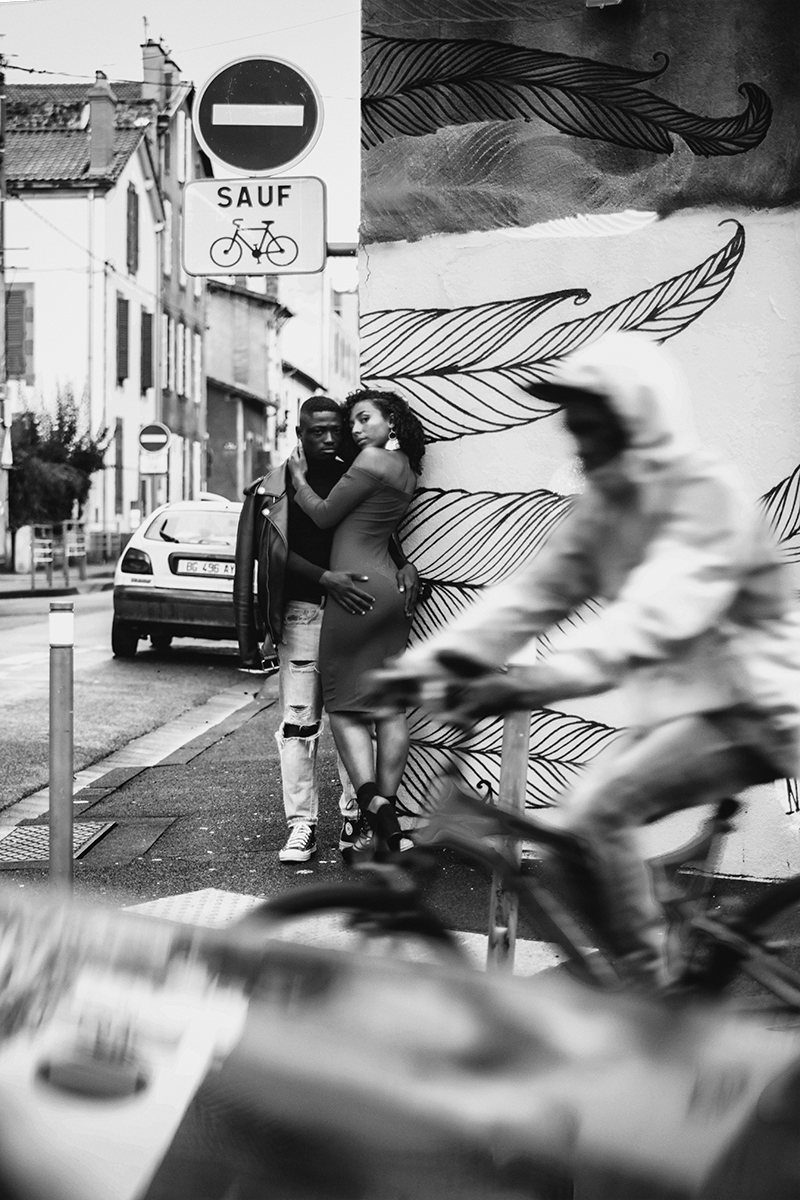 03-portrait-manon&stive-street-love-vélo-n&b